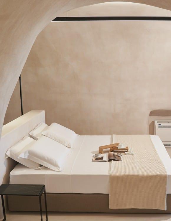 3394-hotel-photographer-santorini-divine-cave-1