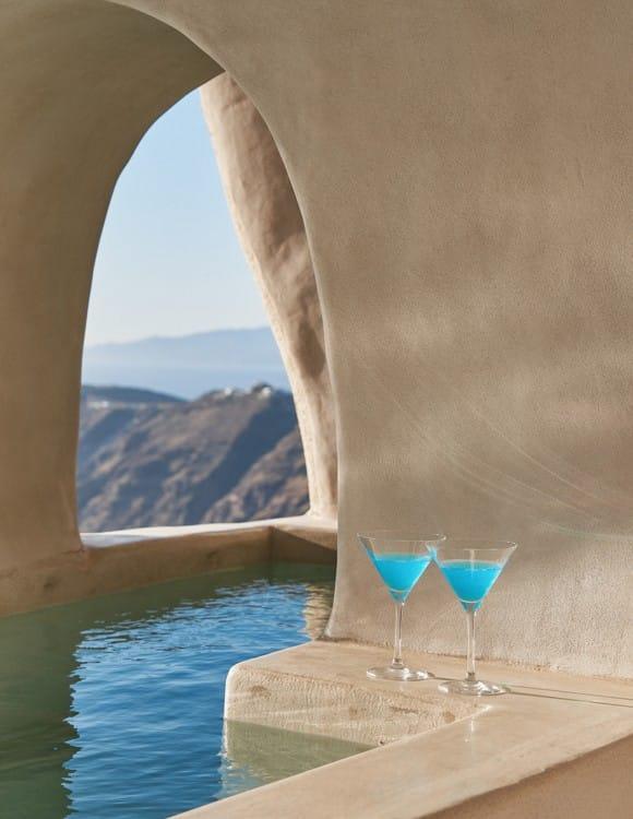 4055-hotel-photographer-santorini-divine-cave-1