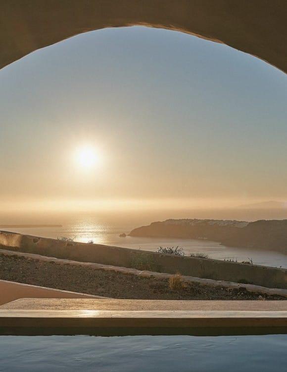 4076-hotel-photographer-santorini-divine-cave-1