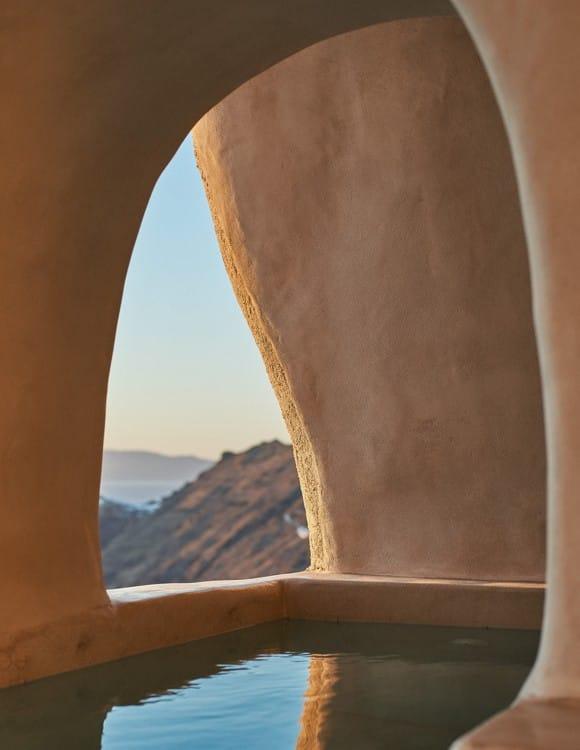 4106-hotel-photographer-santorini-divine-cave-1