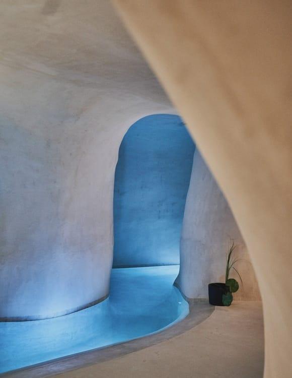 4601-hotel-photographer-santorini-divine-cave