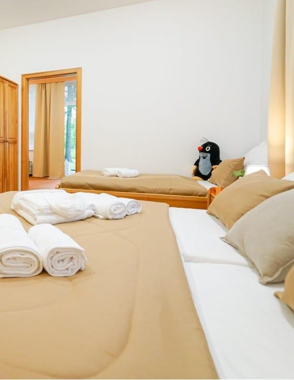 1_vila-breza-rodinny-apartman-spalna1-1